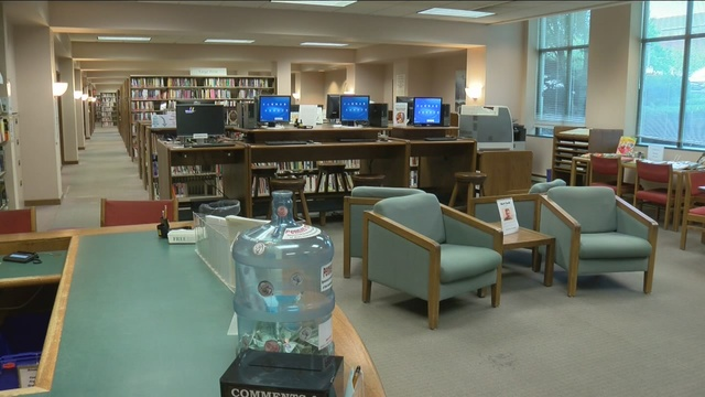 Library bans workers from drinking water at desk - Story