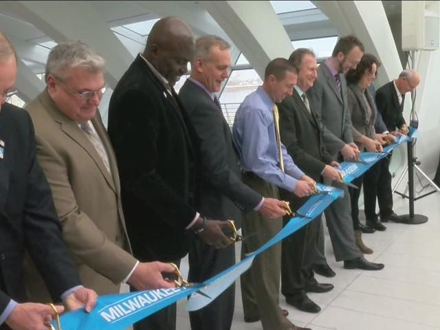 Milwaukee art museum undergoes 34 million renovation for Craft fairs milwaukee wi
