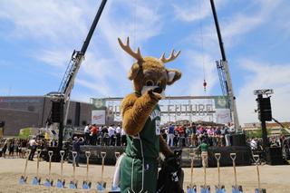 Milwaukee Bucks break ground on new arena