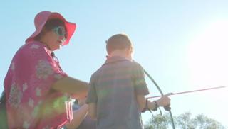 Former Olympian teaches archery to Glendale kids