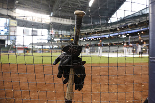 NJ woman hit by ball in 2014 sues Brewers