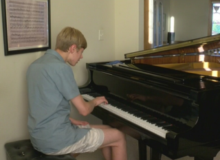 17-year-old piano prodigy wants to lift others
