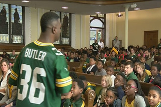 Leroy Butler speaks to local kids about bullying