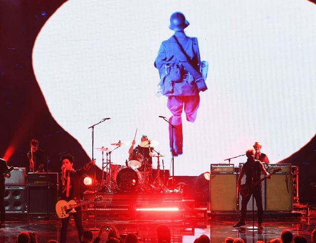 Drake, Justin Bieber rule American Music Awards