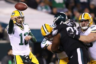 Rodgers tosses 2 TDs, Packers beat Eagles 27-13