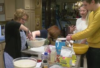 Mequon family bakes 123 dozen cookies for troops