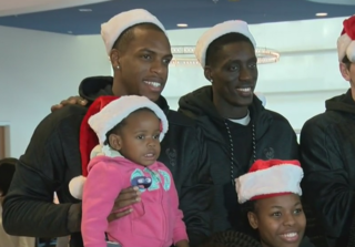 Bucks bring holiday cheer to Children's Hospital