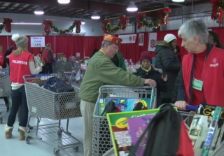 Salvation Army provides gifts for 9,000 MKE kids
