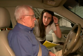 Students help the elderly with road safety