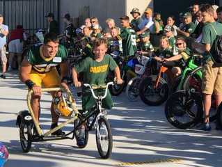 GALLERY: Kids, players ride to Packers practice
