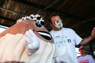 MKE celebs square off in cream puff contest