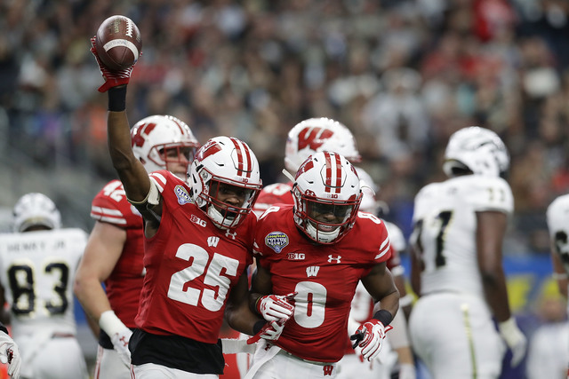 Wisconsin to face Notre Dame at Lambeau Field and Soldier Field