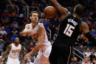 Bucks troll Phoenix Suns ahead of eclipse