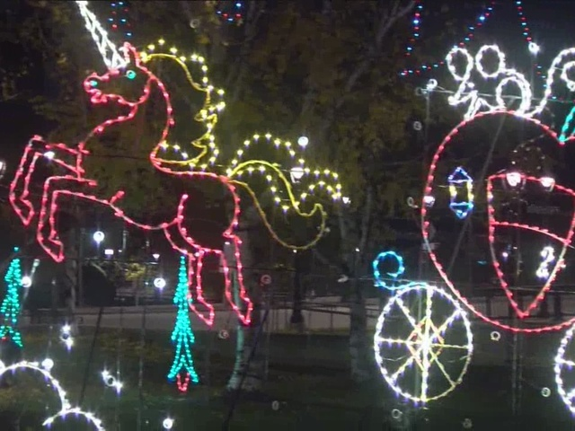 map 10 holiday light displays in milwaukee