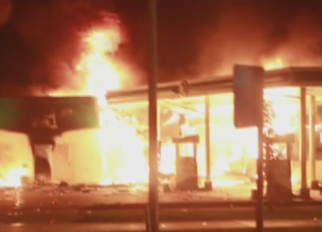 WATCH: Crowd burns down BP Gas station with employees ...