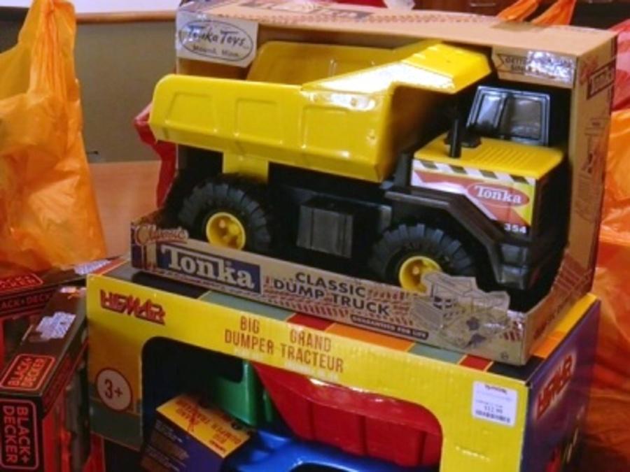 Tonka Construction Toys For Boys : Milwaukee building and construction trades council donates