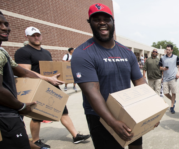 Jj Watt Helps Distribute Hurricane Harvey Donations Gallery
