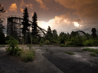 Eerie photos showcase abandoned Midwest theme...