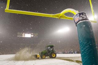 Packers seek 600 snow shovelers for Lambeau