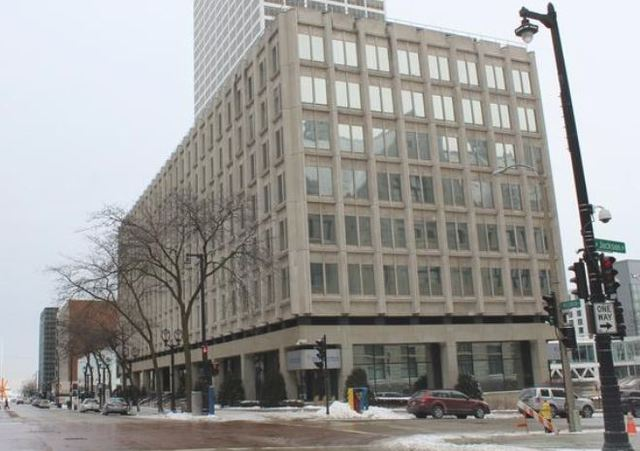 Foxconn to purchase Milwaukee's downtown 611 Building