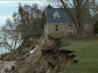 WI home on the verge of falling into Lake Mich.