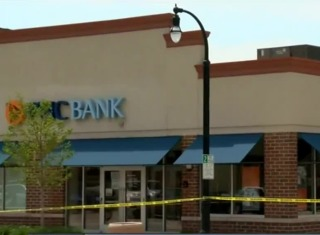 Suspects tried to rob Shorewood bank w/ a note