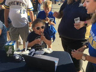 Brewers give away free ice cream