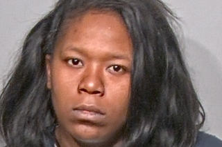 Mom charged for leaving kids in car to go gamble
