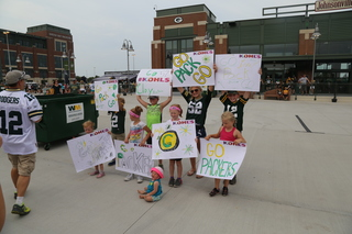 Best signs from Packers Family Night [PHOTOS]