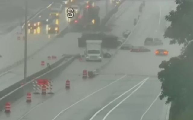 Flooding closes all lanes of I-43 in Fox Point