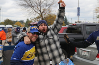 Brewers' tailgaters pumped for NLCS game 1