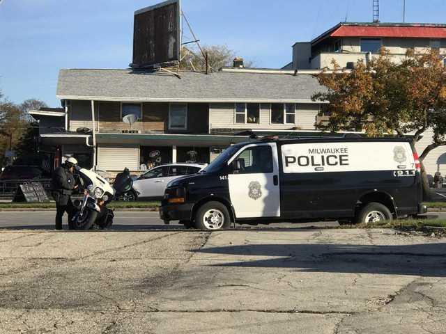 2 children struck by car in Milwaukee